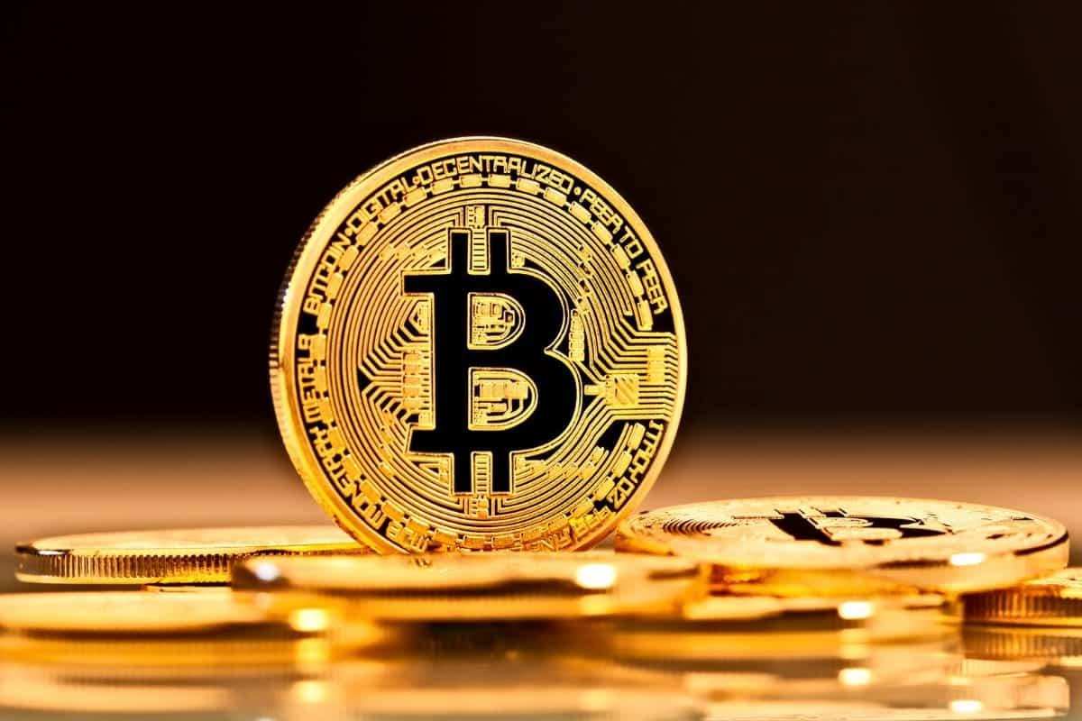 Se você deseja mesmo fazer com que os Bitcoins melhorem sua economia, deve investir em criptomoedas